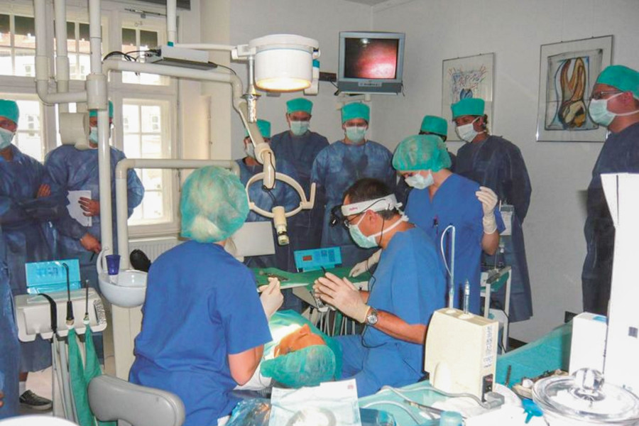 """Fundiertes Wissen schafft Sicherheit – 26. Kursreihe Curriculum Implantologie """"8+1"""" beginnt am 16./17. Januar 2015"""